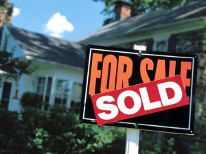 Using a sign in the front yard is one way to attract Austin buyers to sell your house fast.