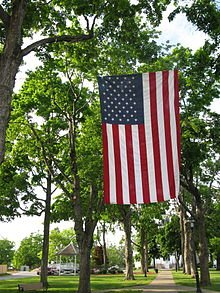 Shrewsbury_Common_U.S._flag_display_for_Memorial_Day