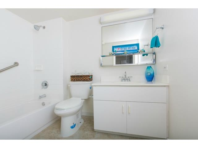 1448 Young Street 406 Bathroom - Honolulu Condo