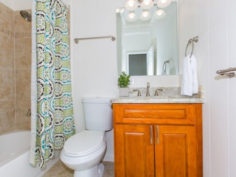 Kailua-Single-Family-House-for-Sale-949-Kahili-St-bathroom-2