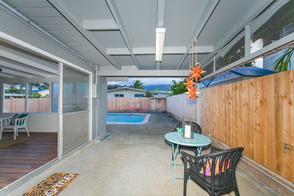 Kailua-Single-Family-House-for-Sale-949-Kahili-St-deck-fence