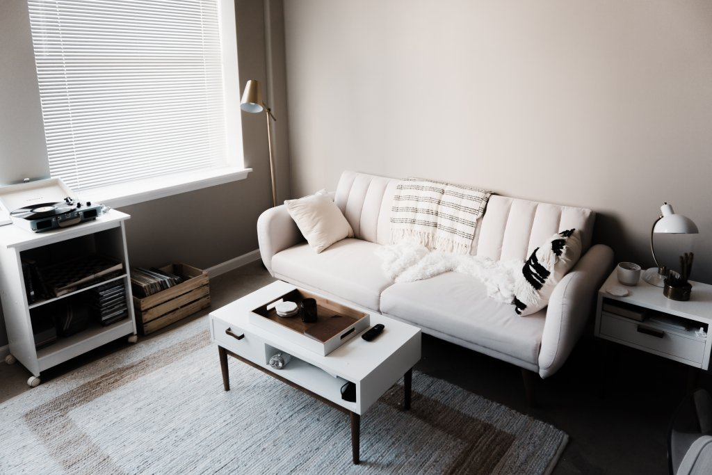 sell house quickly in Cincinnati - clean living room