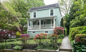 "We buy houses in <a href=""/we-buy-houses-roland-park"">Roland Park</a>"