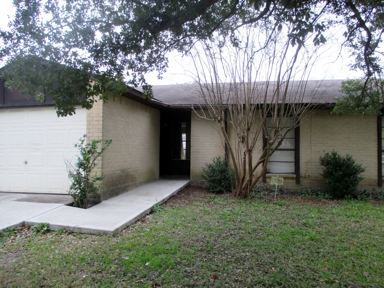 Investors check out this vacant and ready to go Houston investment property in Galena Park! 3/2/1 for $60,000 with only cosmetic updates needed!