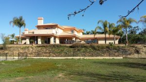 We buy houses like this one in thousand oaks