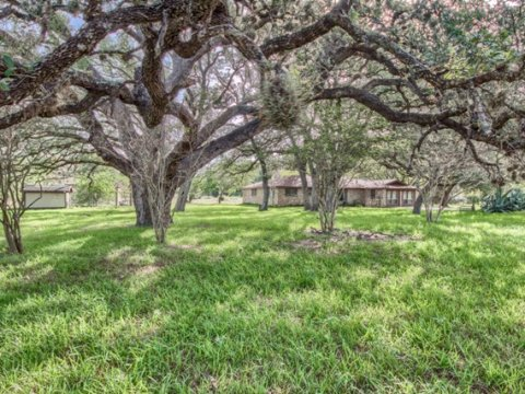 Home for sale - Floresville TX -- US Hwy 181 N