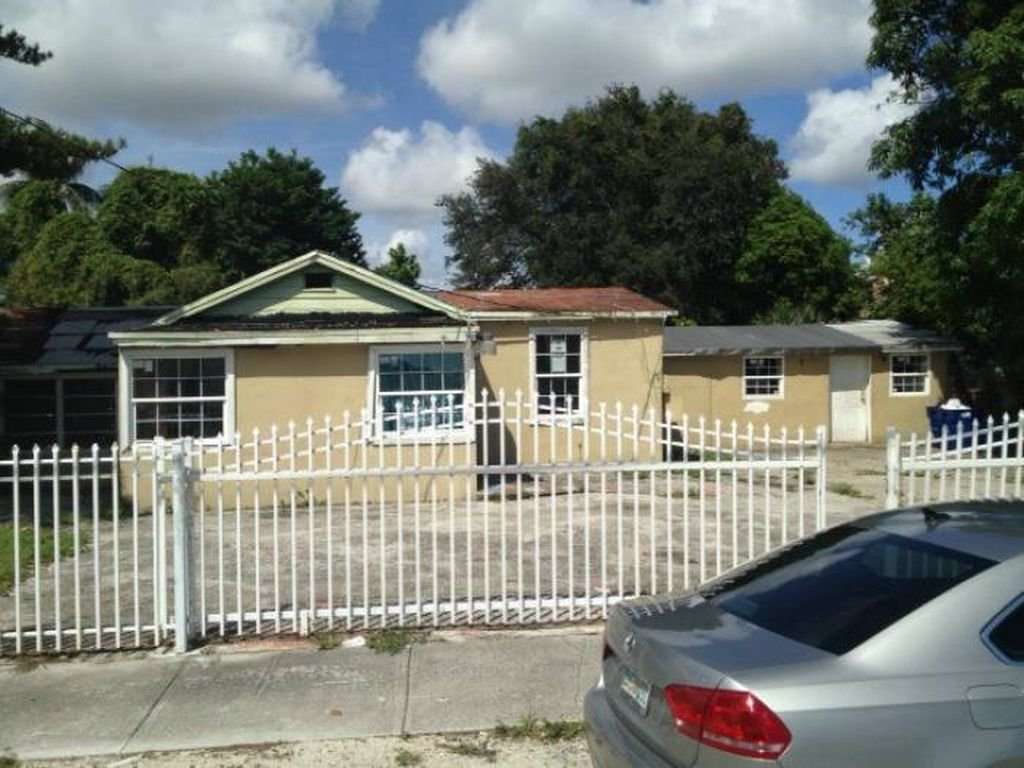 737 NW 107TH ST, MIAMI, FL 33168 - IRG Corporation