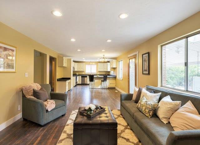 Living room with Seller Financing in Murray UT