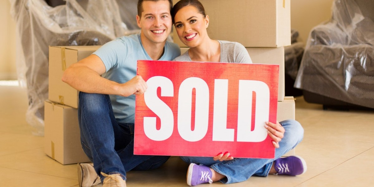 Selling My House Fast in | couple holding sold sign