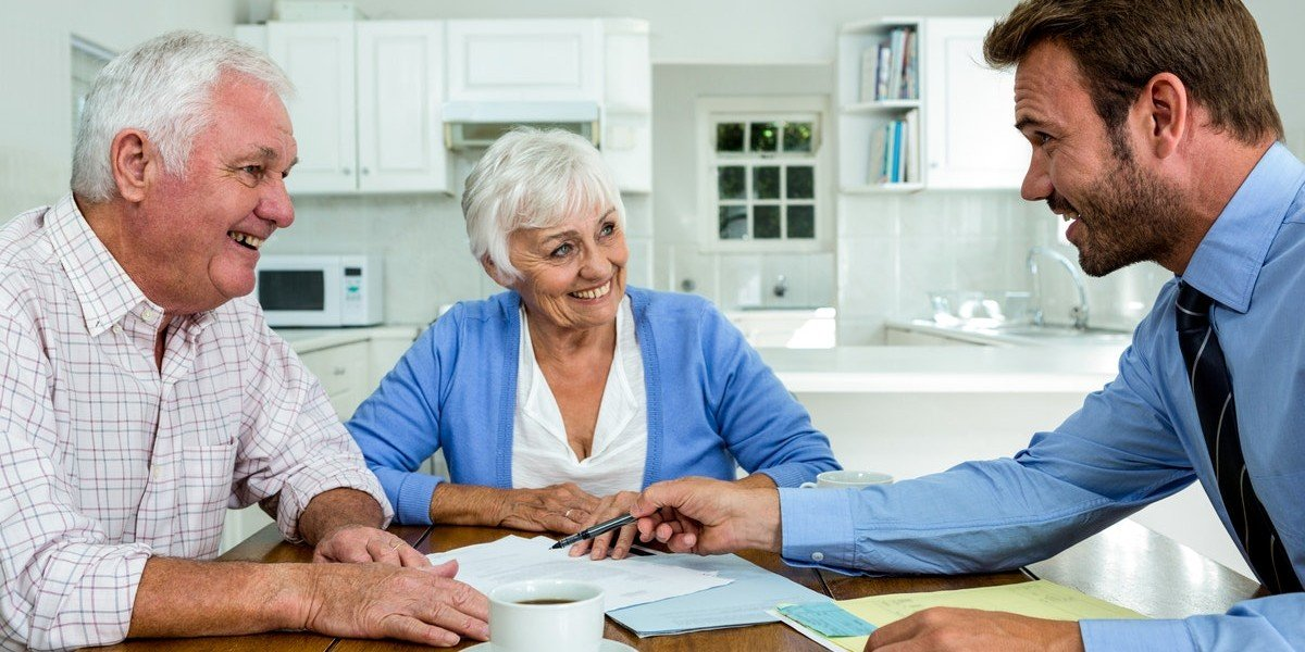 ways to tell real estate agents and investors apart | older couple with investor