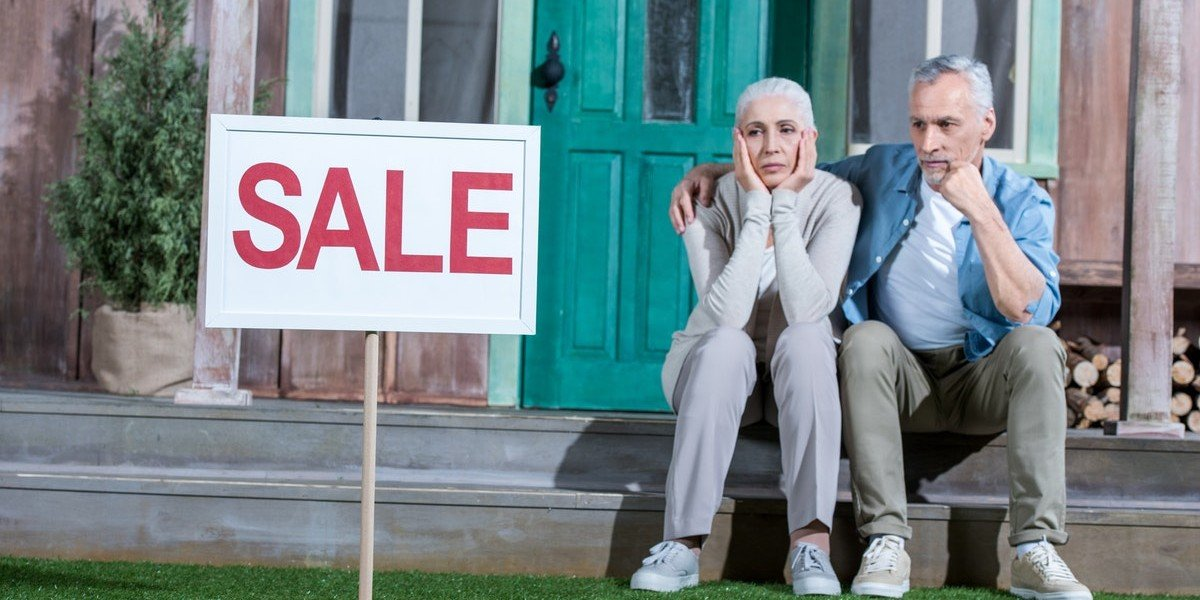 How Long Does It Take To Sell My House | couple waiting for sale