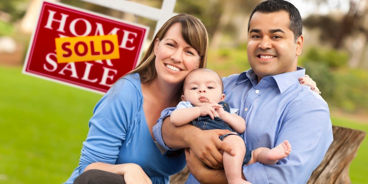How To Take Advantage Of A Seller's Market | family smiling sold sign