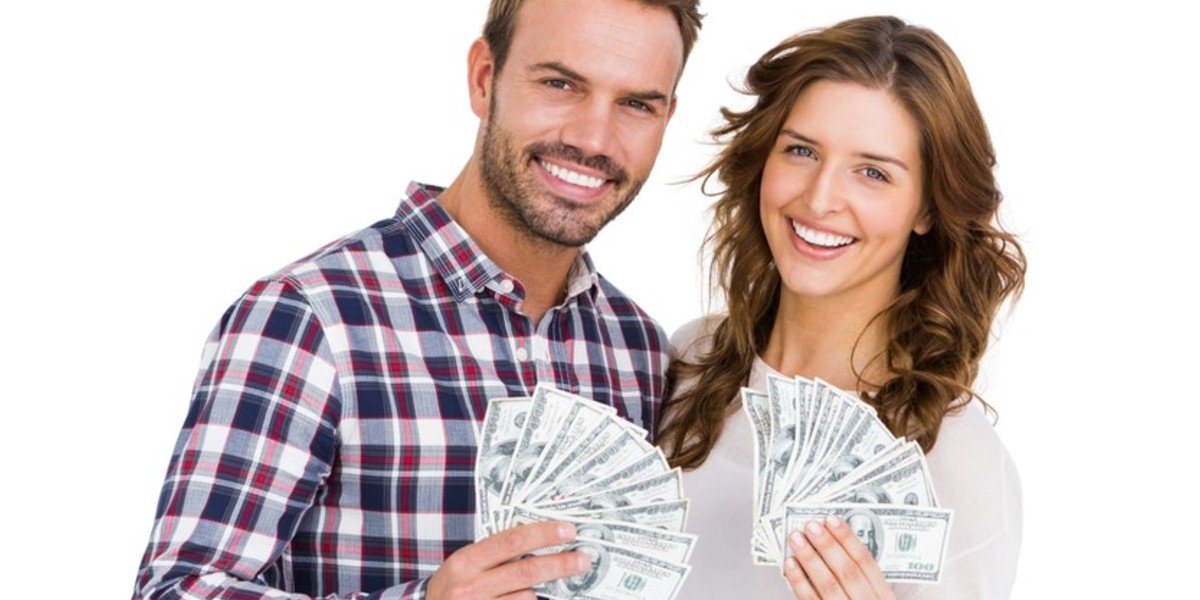 How to Sell Your House for Cash | couple holding cash