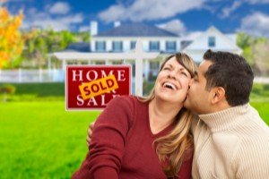 Sell my house fast Wixon Valley | College Station Texas Direct Home Buyers | Couple in front of sold house