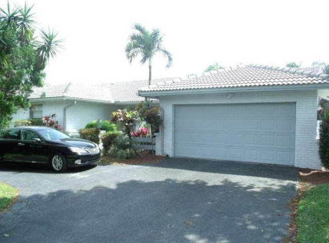 1082 NW 97th Ave Plantation, FL 33322, USA For Sale