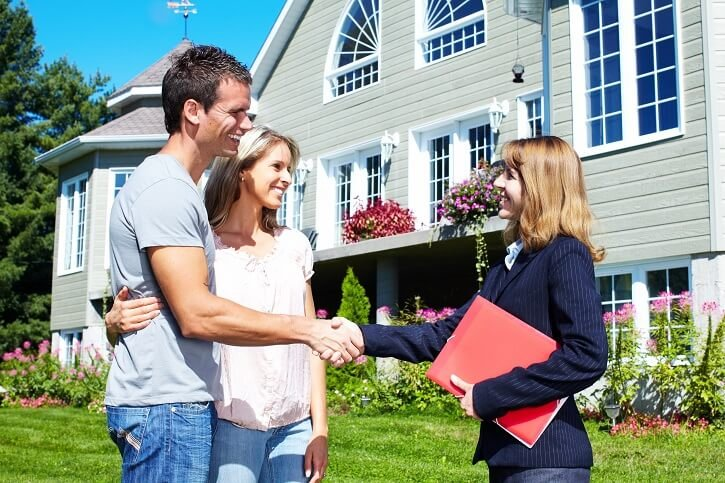 selling with a real estate agent