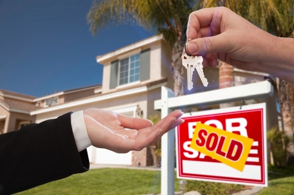How do I get rid of a property without a real estate agent in ? - sold sign