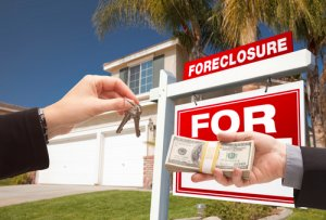 foreclosures-attracting-home-buyers